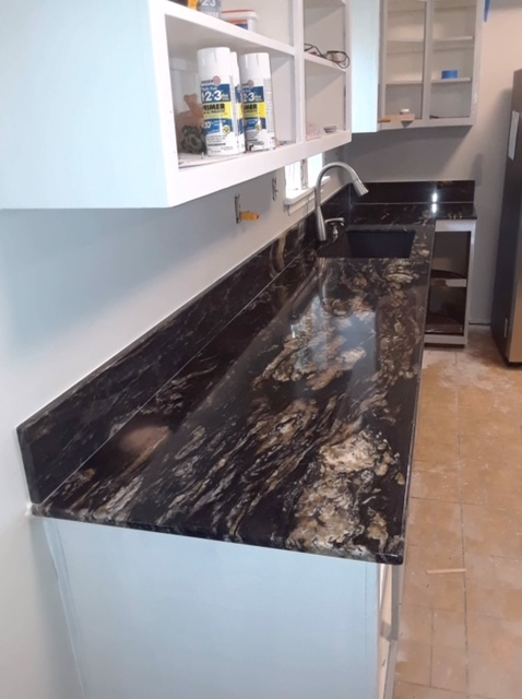 2cm Titanium Exotic Granite-Seam-Match_DWells Kitchen